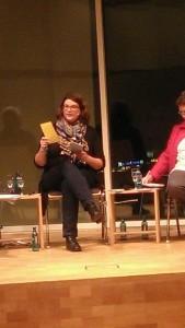 Manuela Rukavina, die Vorsitzende des Landesfrauenrates führt durch den Abend